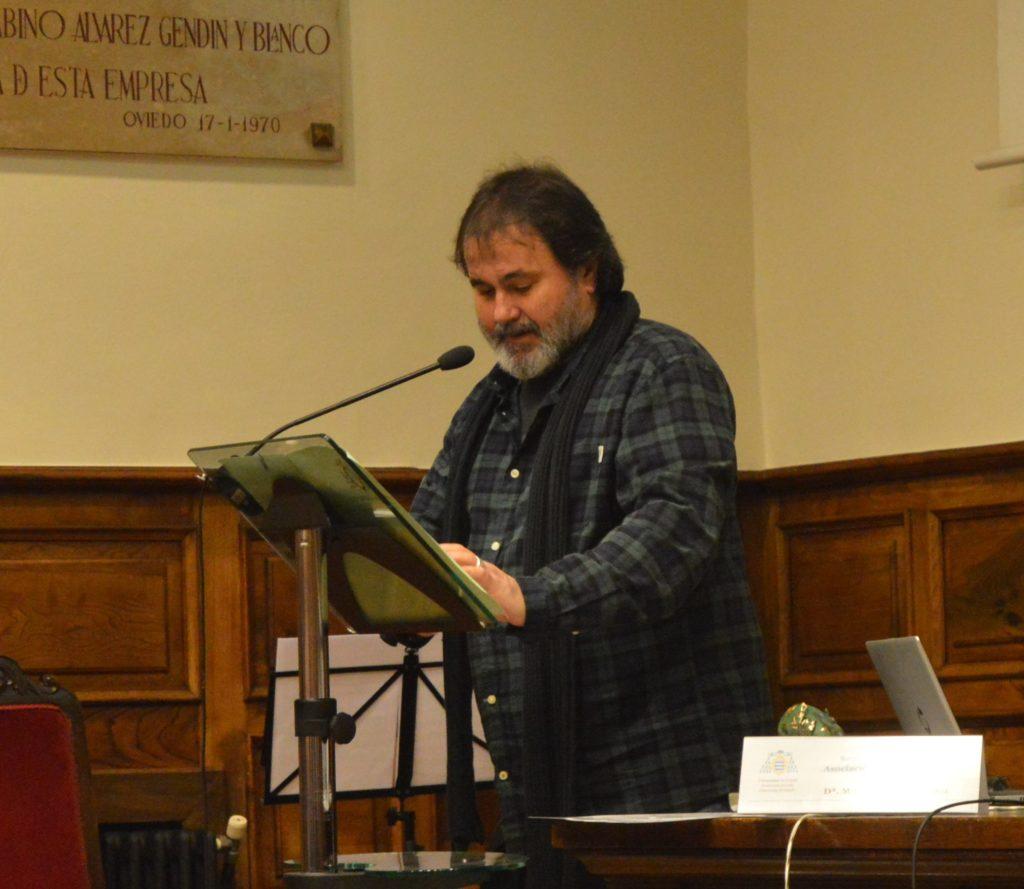 Aurelio González Ovies pronuncia el discurso como ganador del Premio de las Letras de Asturias