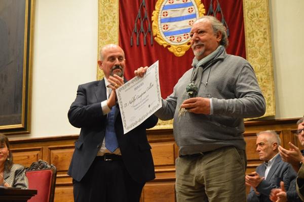Adolfo Casaprima recibe el premio de Narrativa